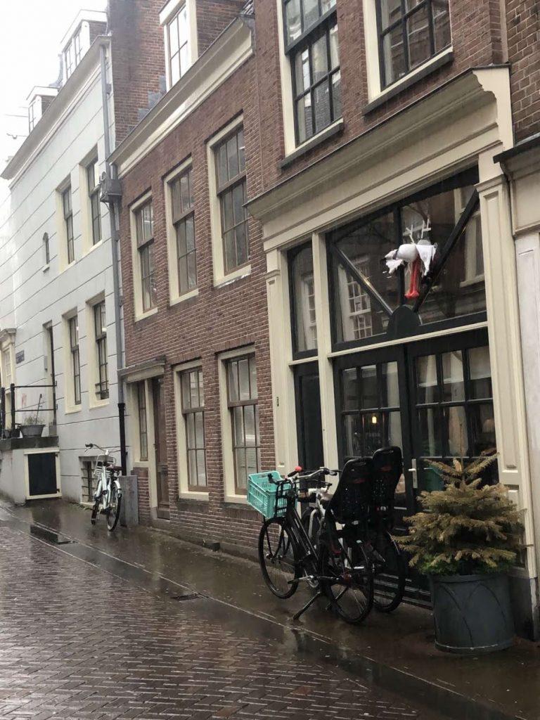 Roda u prozoru, holandska tradicija povodom rođenja bebe